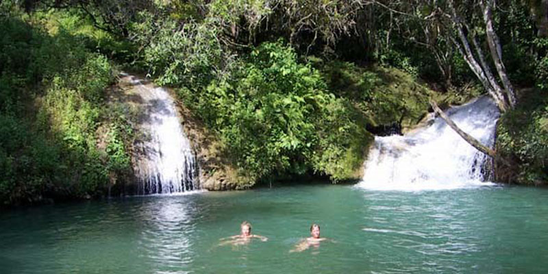 watervallen Salto Vega Grande en Salto Caburní.