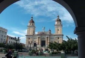 Cuba vakantie; Oldtimers, salsa, sigaren en Cuba Libre of meer?